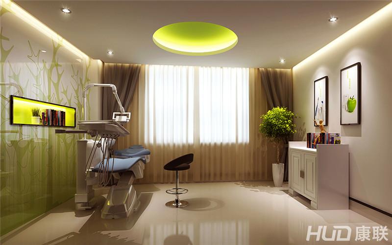 设计理念:阳光综合门诊美容整形医院设计根据客户的工作环境的特殊性,康联装饰的设计师采用了国际最先进的设计理念,整个办公空间体现出来的是一种干净整洁与美丽、健康、自由的现代化理念,这与客户的行业性质非常的吻合,阳光门诊的过道选择了曲线状的设计及元素,色彩柔和,传递给客人一种舒舒服服进来,快快乐乐出去的一种理念。门诊的前台运用了高档大气的设计素材,恰如其分地展现了阳光综合门诊的完美的整体形象。