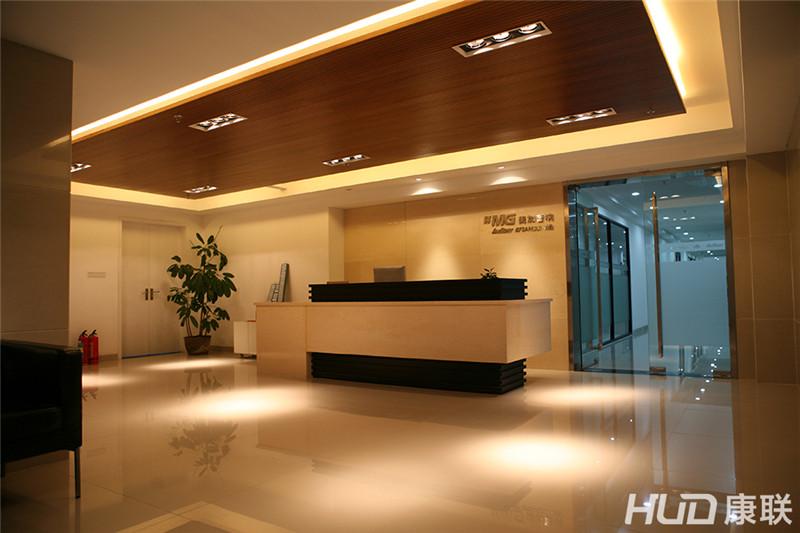 1500平方米的办公室装修看似并不豪华,但却无意之中透露出了高雅的