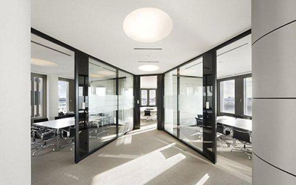 富有质感的黑白极简办公室设计